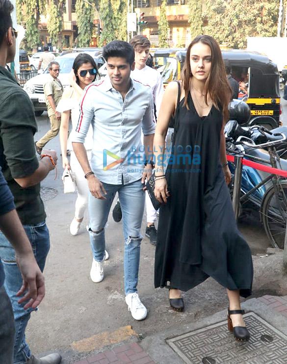 Khushi Kapoor, Bhagyashree's son Abhimanyu Dassani and Sunny Deol's son Karan Deol spotted at Bastian (2)