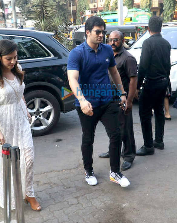 Khushi Kapoor, Bhagyashree's son Abhimanyu Dassani and Sunny Deol's son Karan Deol spotted at Bastian (3)
