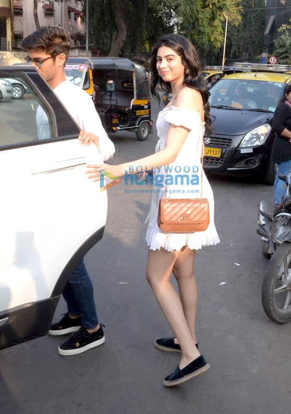 Khushi Kapoor, Bhagyashree's son Abhimanyu Dassani and Sunny Deol's son Karan Deol spotted at Bastian (4)