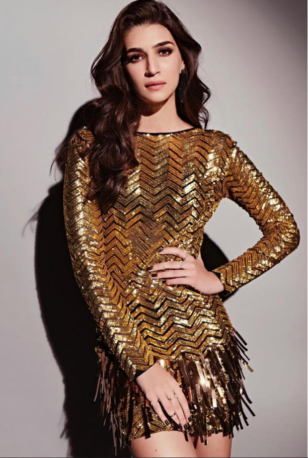 Kriti Sanon in Falguni and Shane Peacock for Koffee With Karan 6 (2)