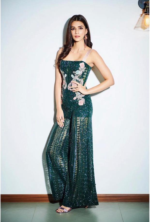 Kriti Sanon in Monisha Jaising for Salman Khan's birthday bash (4)