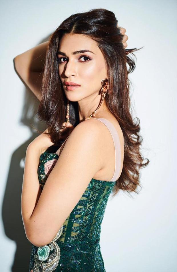 Kriti Sanon in Monisha Jaising for Salman Khan's birthday bash (5)