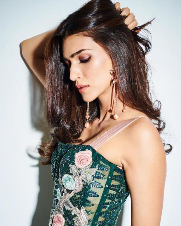 Kriti Sanon in Monisha Jaising for Salman Khan's birthday bash (6)