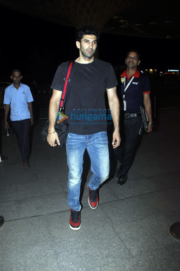 Mouni Roy, Sophie Choudry, Mahima Choudhary and others snapped at the airport6 (2)