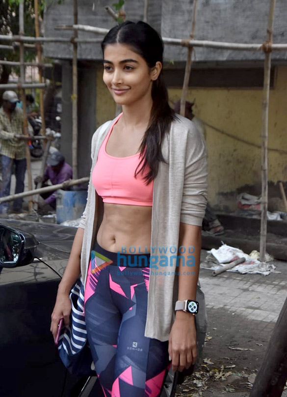 Pooja Hegde outside the gym in Bandra (5)