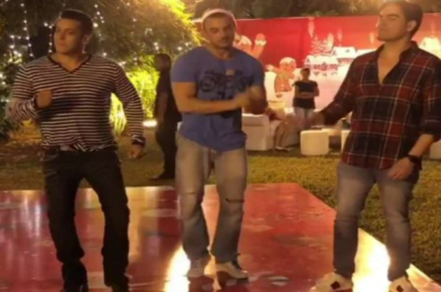 Salman Khan's perfectly co-ordinated impromptu gig with Sohail and Arbaaz Khan will get you in Xmas mood