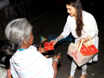 Sara Ali Khan with Amrita Singh spotted at Shani Mandir, Juhu