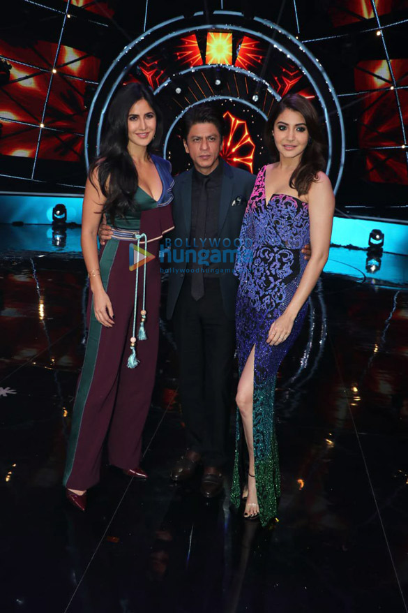 Shah Rukh Khan, Katrina Kaif and Anushka Sharma snapped on Indian Idol sets for Zero promotions1 (7)