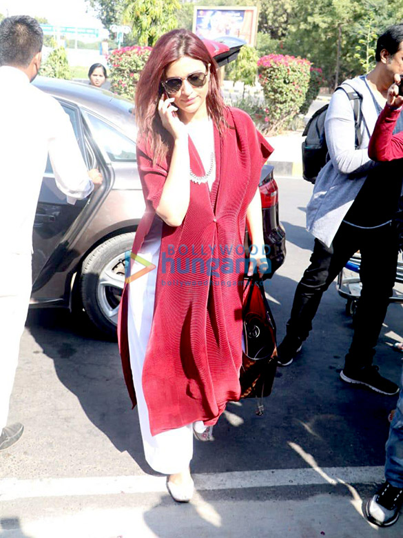 Sonali Bendre, Goldie Behl and others snapped at the airport (1)