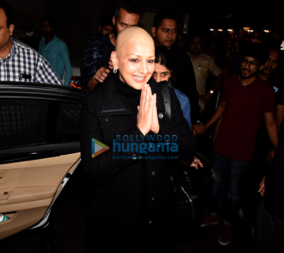 Sonali Bendre and Goldie Behl snapped at the airport (6)