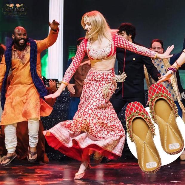 Sophie Turner in Abu Jani - Sandeep Khosla for Priyanka Chopra - Nick Jonas sangeet ceremony (2)