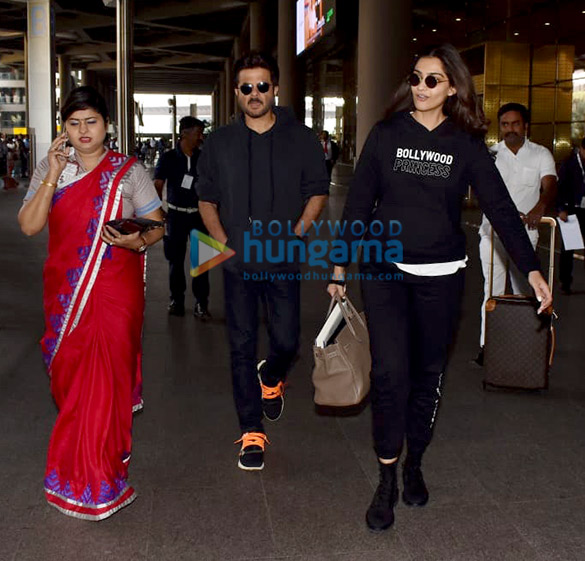 Anil Kapoor and Sonam Kapoor Ahuja snapped at the airport (2)