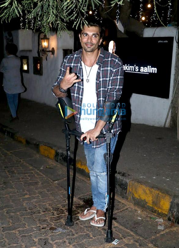 Bipasha Basu and Karan Singh Grover snapped at Hakim Aalim's salon in Bandra (2)