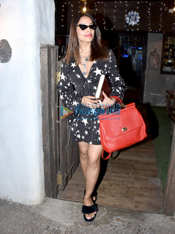 Bipasha Basu and Karan Singh Grover snapped at Hakim Aalim's salon in Bandra (5)