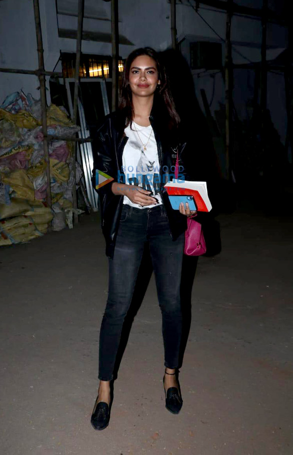 Esha Gupta and Shamita Shetty spotted at Kromakay salon in Juhu