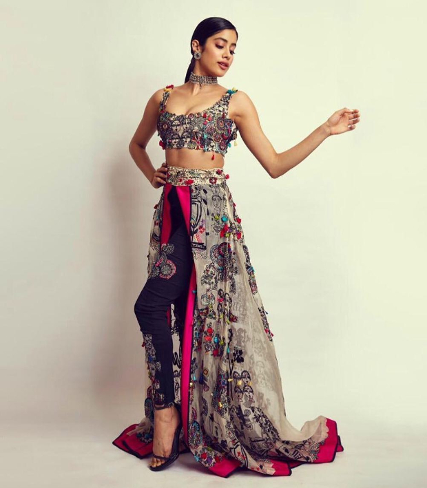 Janhvi Kapoor in Anamika Khanna Couture for SOL Lions Gold Awards 2018 (2)