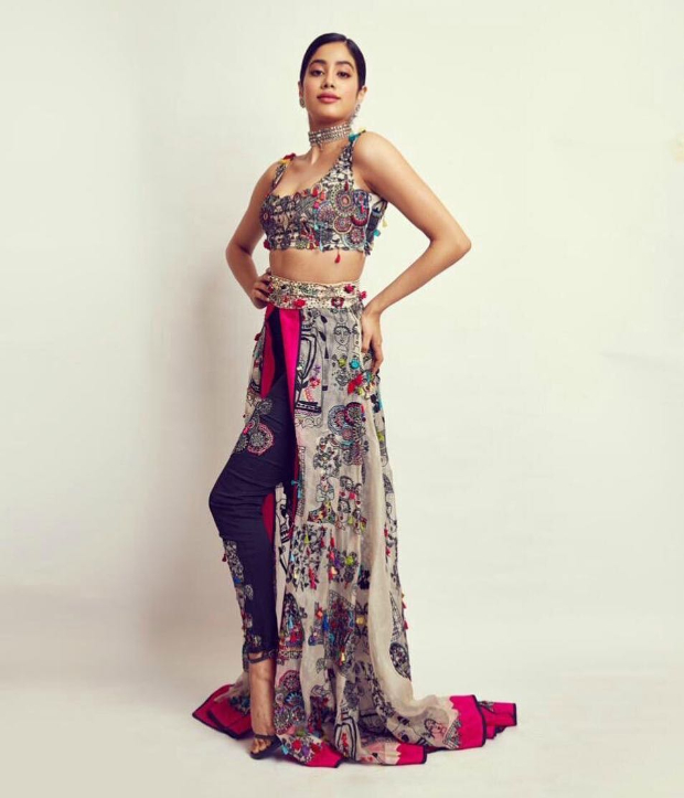 Janhvi Kapoor in Anamika Khanna Couture for SOL Lions Gold Awards 2018 (3)