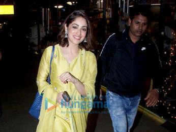 Kangana Ranaut, Kareena Kapoor Khan and others snapped at the airport