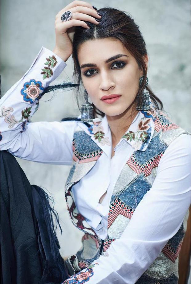 Kriti Sanon in Anamika Khanna for Luka Chuppi promotions (1)