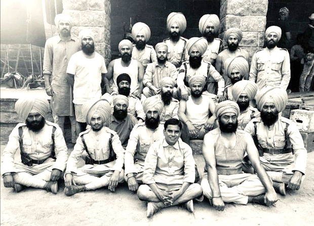 On the occasion of Lohri, Akshay Kumar shares a new still from Kesari with Saragarhi unit