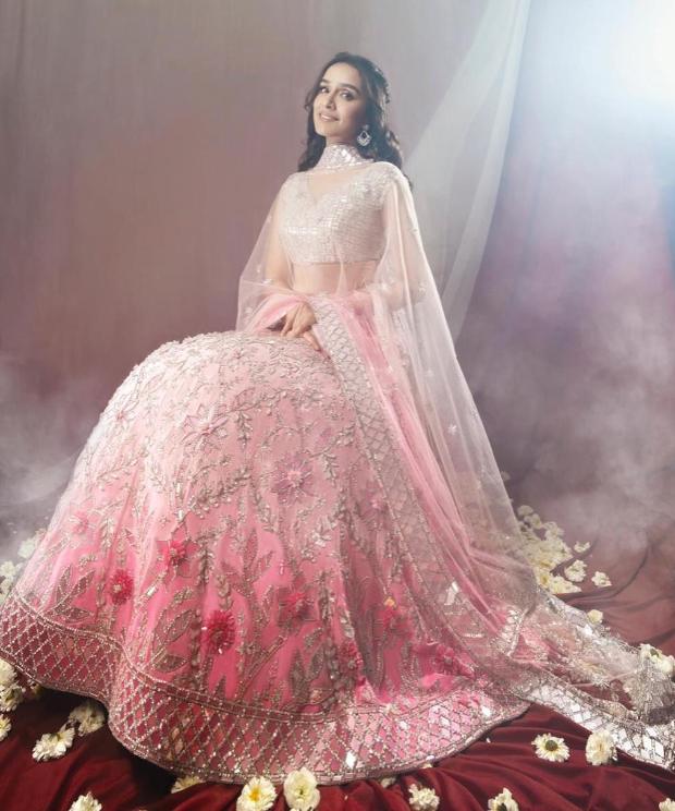 Shraddha Kapoor in Manish Malhotra Couture for Umang 2019 Mumbai Police Show (2)