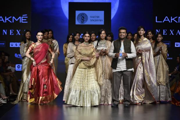 Aditi Rao Hydari for Sailesh Singhania at LFW 2019 Summer_Resort (4)