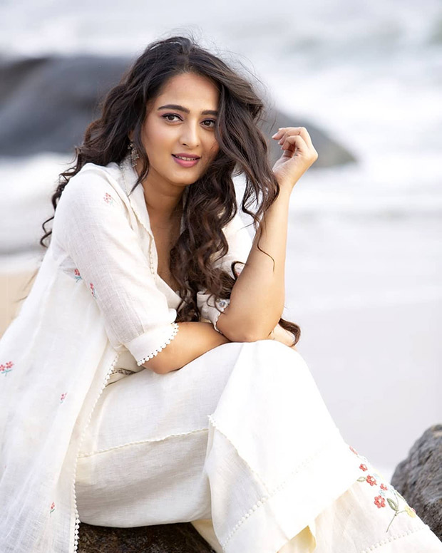 Bahubali star Anushka Shetty is winning hearts in white and this is the reason!