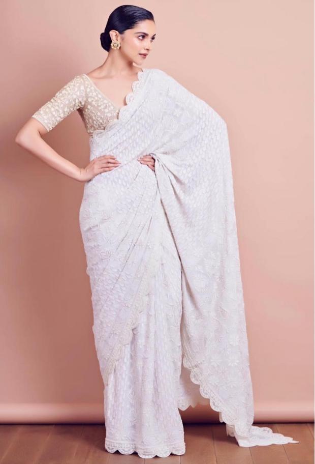 Deepika Padukone looks elegant in white Rahul Mishra saree for Lokmat Maharashtrian Of The Year Award 2019 (1)