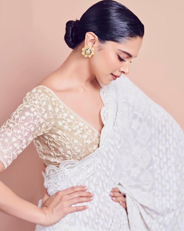 Deepika Padukone looks elegant in white Rahul Mishra saree for Lokmat Maharashtrian Of The Year Award 2019 (2)