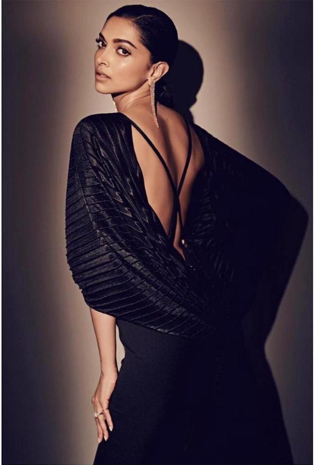 Deepika Padukone looks glamorous in black Amit Aggarwal gown for Nykaa-Femina Beauty Awards 2019 (2)