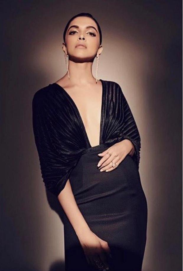 Deepika Padukone looks glamorous in black Amit Aggarwal gown for Nykaa-Femina Beauty Awards 2019 (3)