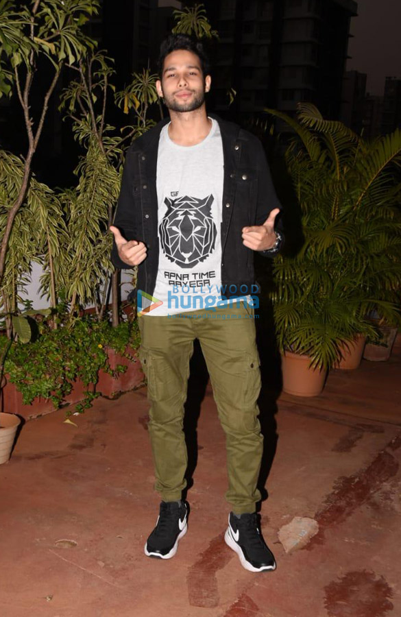 Ishaan Khatter, Rhea Kapoor and others spotted at Soho House in Juhu (3)