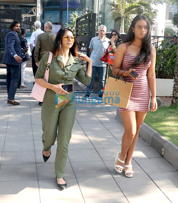 Kajol, Nysa Devgn and Pooja Hegde spotted at Yauatcha in BKC (4)