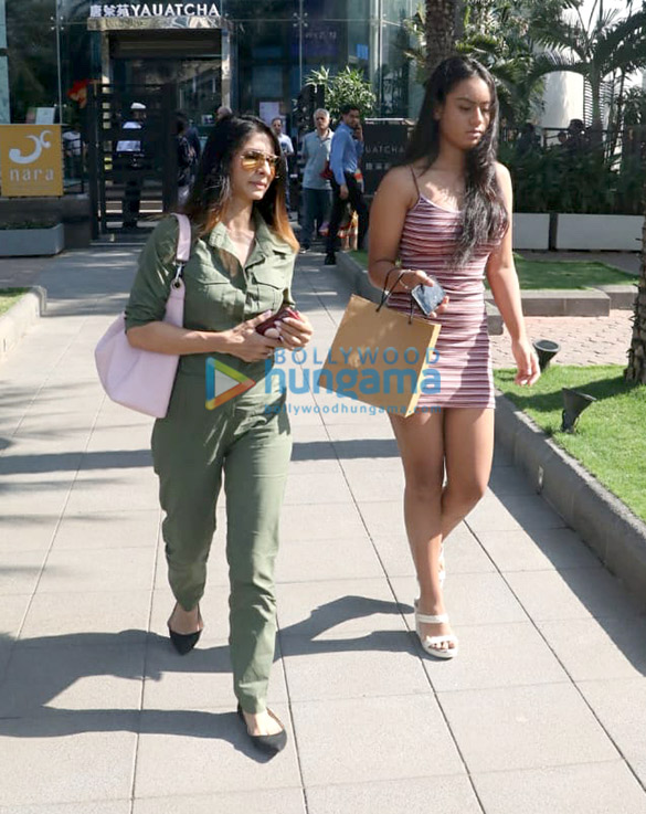 Kajol, Nysa Devgn and Pooja Hegde spotted at Yauatcha in BKC (6)