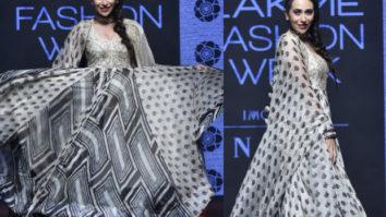 Karisma Kapoor for Punit Balana at LFW 2019 Summer_Resort (Featured)