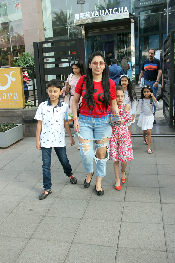 Manyata Dutt, Diana Penty and Natasha Dalal spotted at Yauatcha in BKC (4)