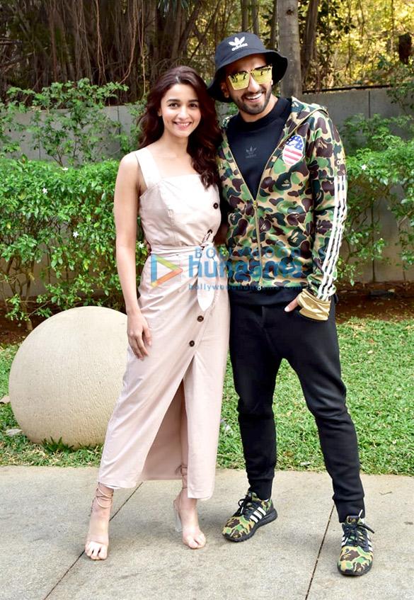 Ranveer Singh and Alia Bhatt snapped promoting their film Gully Boy (9)