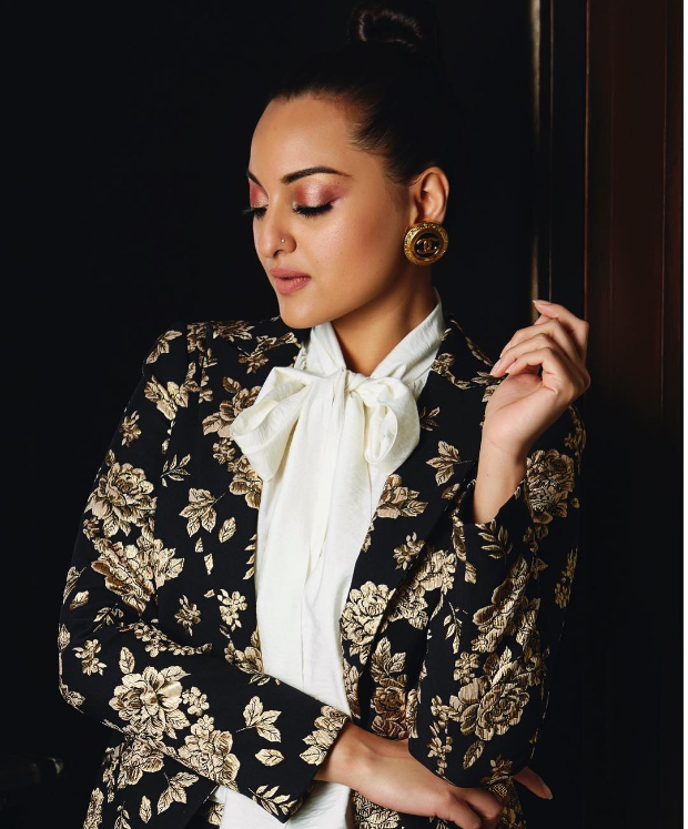 Sonakshi Sinha in Michelle Mason for Brand Vision Awards 2019 (2)