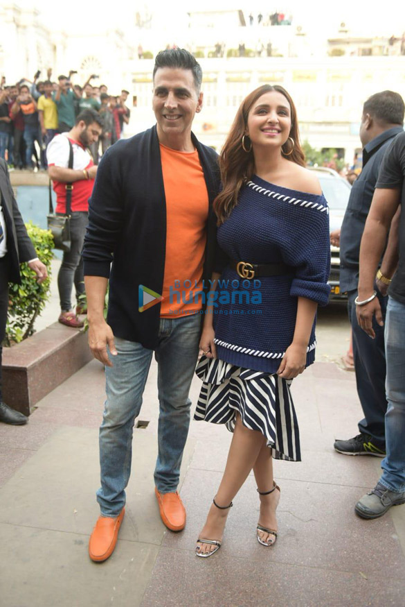 Akshay Kumar and Parineeti Chopra snapped during Kesari promotions in Delhi (3)