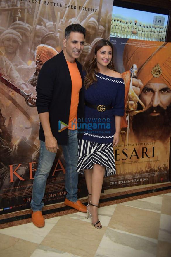 Akshay Kumar and Parineeti Chopra snapped during Kesari promotions in Delhi (5)