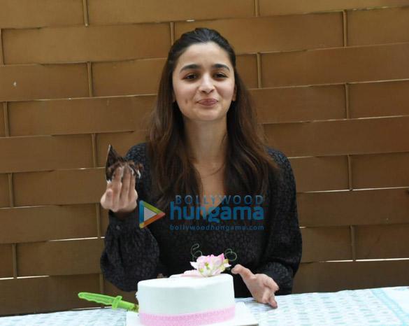 Alia Bhatt snapped during her birthday celebrations (1)