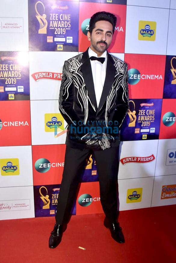 Celebs grace Zee Cine Awards 201956 (6)