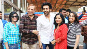 Kartik Aaryan visits Siddhivinayak Temple for Blessing with family