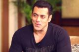 Salman-Khan's-DHAMAKEDAR-Rapid-Fire-On-Shah-Rukh-Khan,-Aamir-Khan-&-Katrina-Kaif--NOTEBOOK