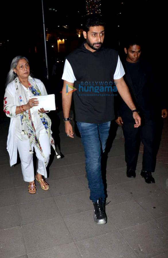 Abhishek Bachchan, Jaya Bachchan and Aishwarya Rai Bachchan spotted at Yauatcha in BKC (3)
