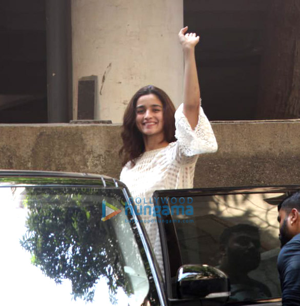 Alia Bhatt spotted at Sanjay Leela Bhansali's office in Juhu (3)