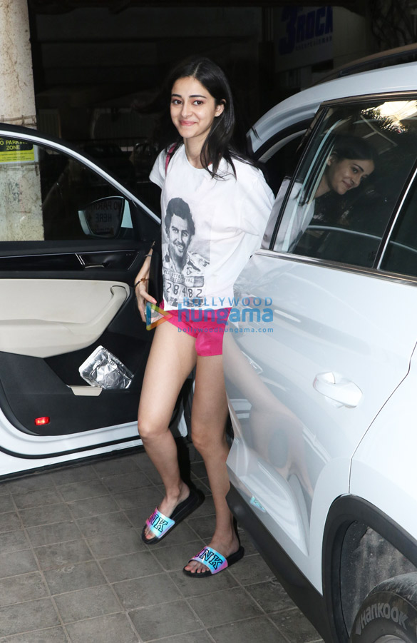 Ananya Pandey spotted at a dance class in Andheri (1)