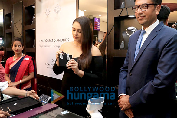 Huma Qureshi graces the launch of the new collection from Forevermark (1)