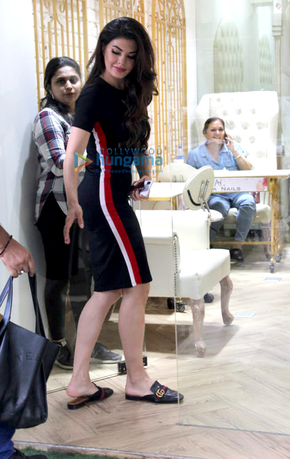 Jacqueline Fernandez spotted at a salon in Bandra (3)