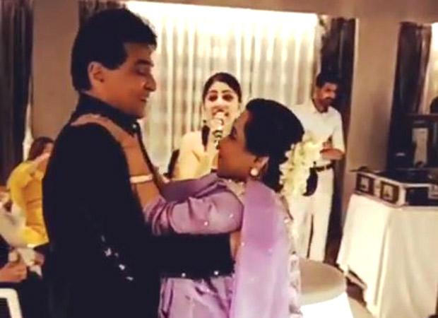 Woah! Jeetendra dancing with Shobha Kapoor on Jawani Janeman is couple goals!